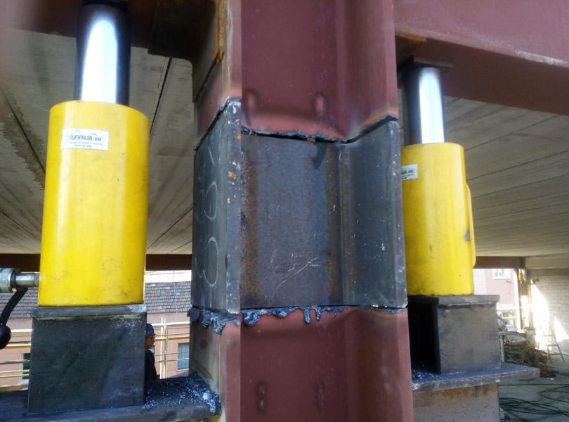 Elevación de forjado con cilindros hidraúlicos