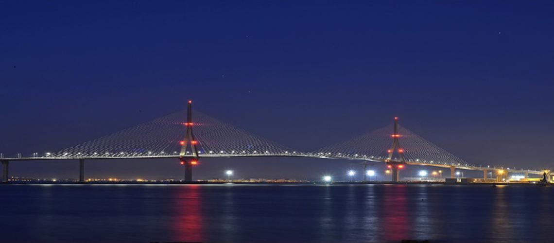 Elevación de puentes con sistemas autotrepantes